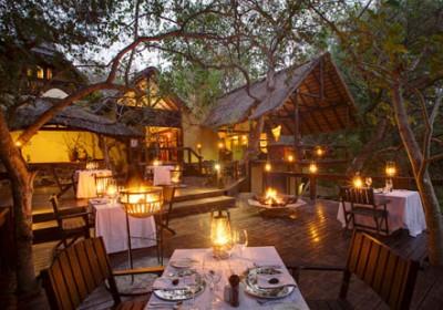 Lantern lit dining area at Pondoro