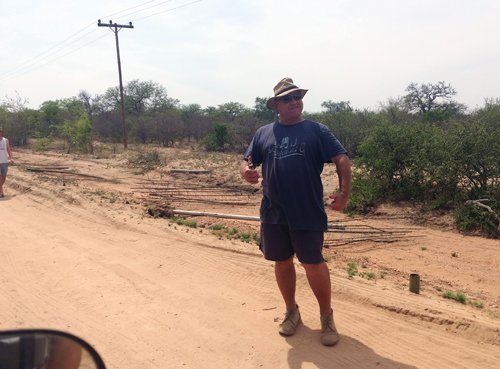 Richard van Schalkwyk has removed part of the vd Merwe fence. We congratulate you and assure you of Viva's total support in this matter. Well done !