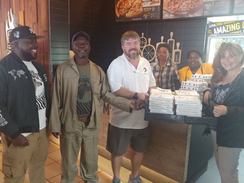 Elias, senior guide, Aaron, head of Viva's maintenance team, Berti of Drakensig Motors and my good wife Sandra collecting pizzas